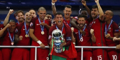 Le Portugal bat la France et remporte l'Euro 2016